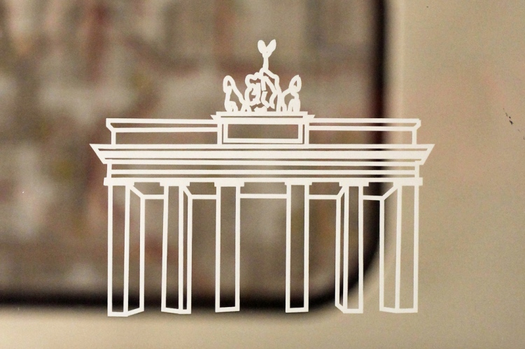 Berlin-U-Bahn-Windows-–-Wonky-Brandenburg-Gate-Graphics-Close-Up